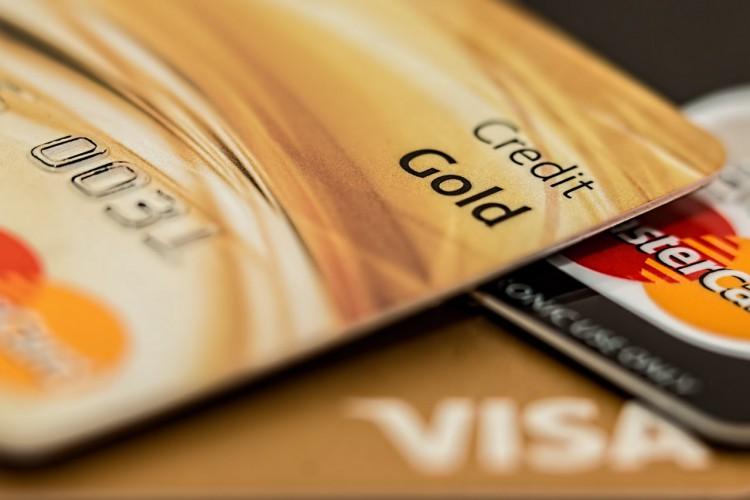 Na co uważać korzystając z karty kredytowej?