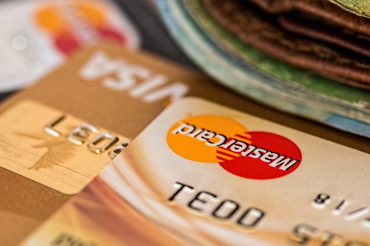 Karta kredytowa - opłacalna decyzja?