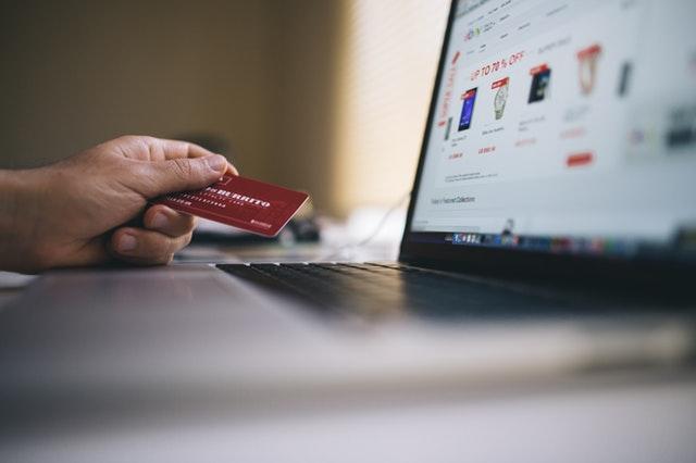 Jak bezpiecznie korzystać z karty kredytowej?